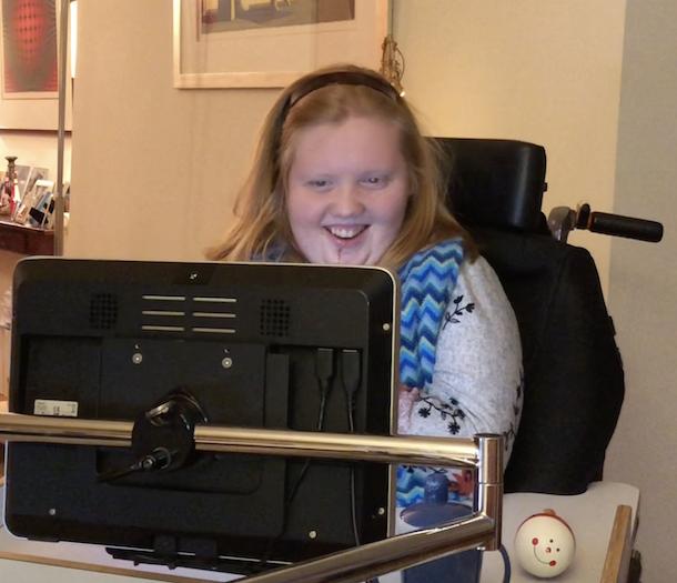 anna kijkt naar spraak computer oogbesturing